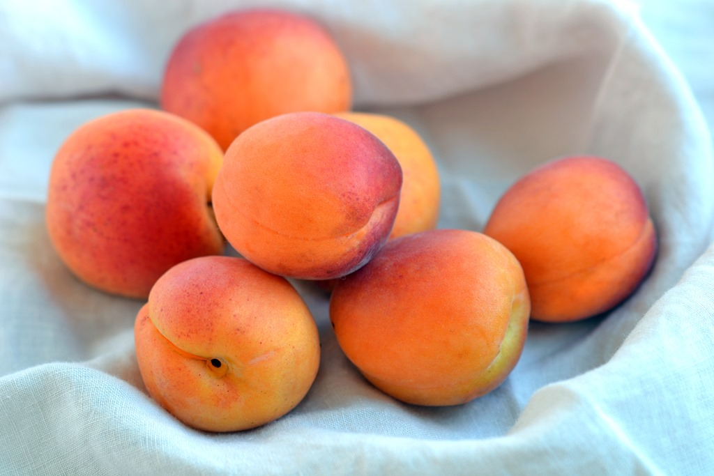 apricot-3-kg-in-basket