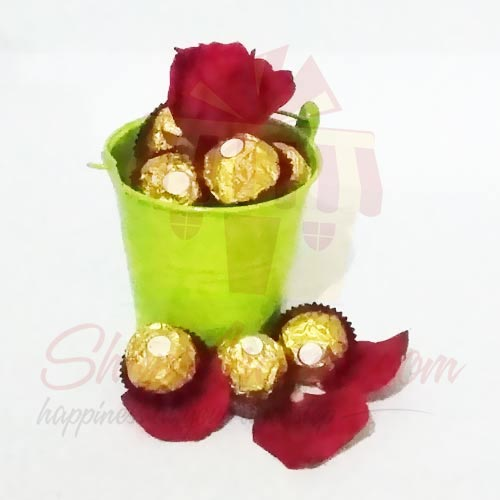 single-rose-with-choc-bucket