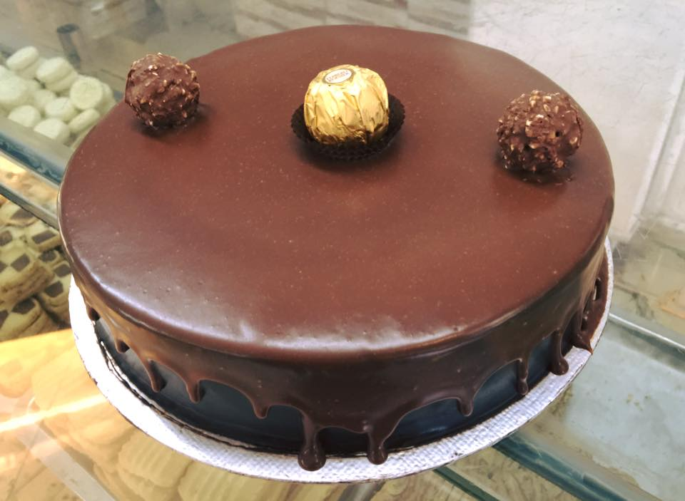 Ferrero Roucher Cake (2lbs) - Bakers INN