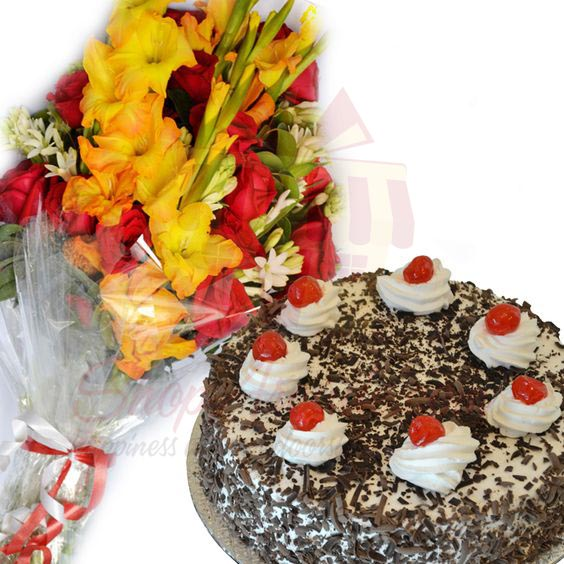 Flower Bouquet With Cake