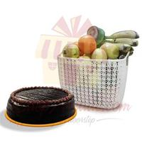chocolate-cake-with-fruits