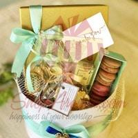 signature-round-hamper-with-gold-box-by-lals