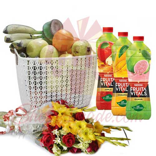 juices-with-fruits-and-bouquet