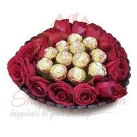 roses-with-chocs-in-a-basket